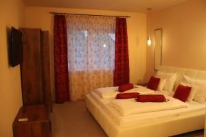 682 Superior Suite